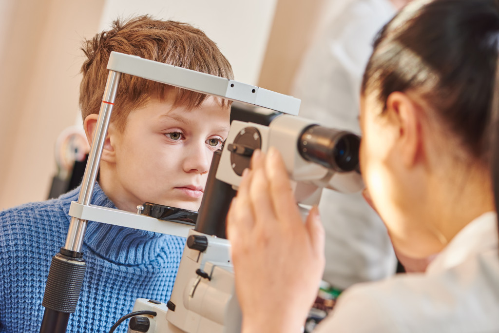 Optician and Optometrist Review Monitoring Service